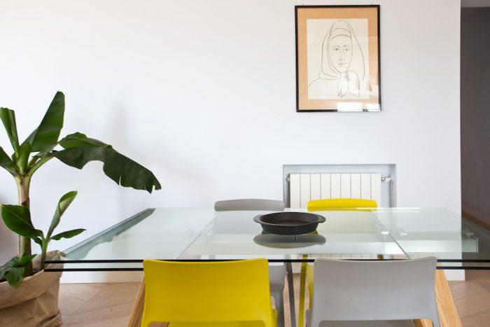 architettura pantone grigio giallo